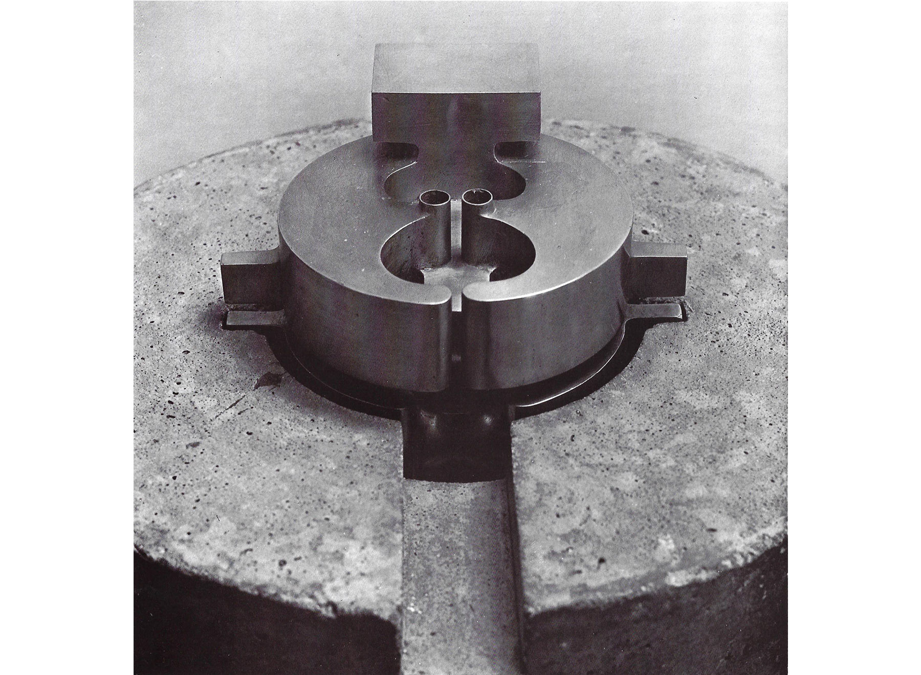 underground building with extendable core, Walter Pichler, 1963