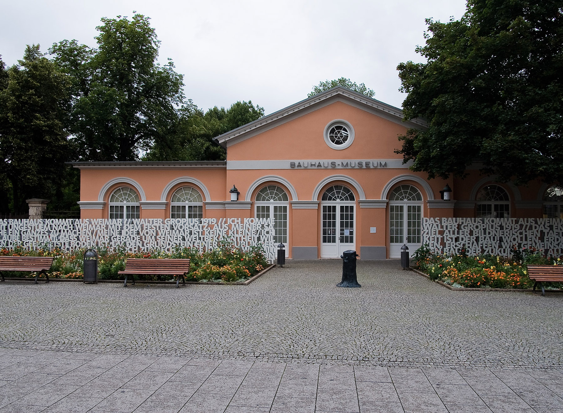 Bauhaus Museum text hedges, photo: Veit Landwehr